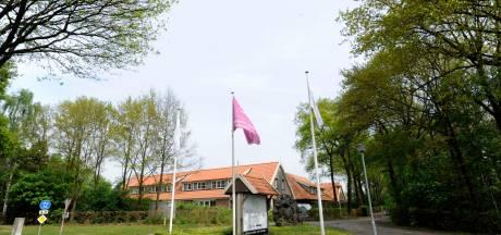 Gemeente Hellendoorn haalt bezem door De Tolplas