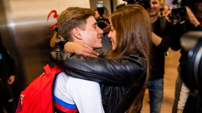 """Evenepoel is opnieuw in het land én hij gaf al een eerste interview aan de zijde van zijn vriendin: """"We hebben elkaar lang moeten missen"""""""
