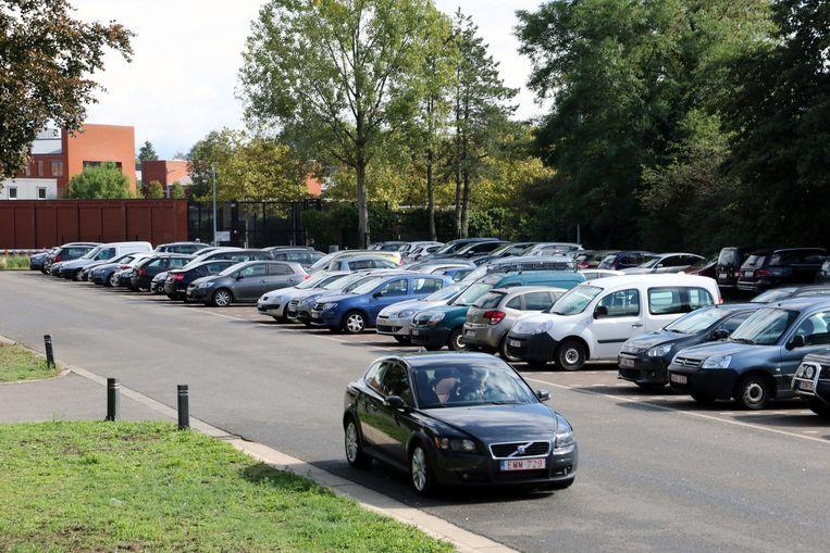 Zoeken naar een plaatsje op de parking in de Rivierstraat.