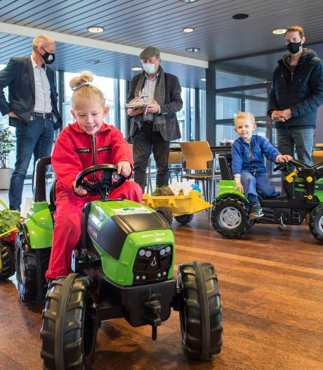 Kinderen op traptrekkers, het zijn de agrariërs van de toekomst