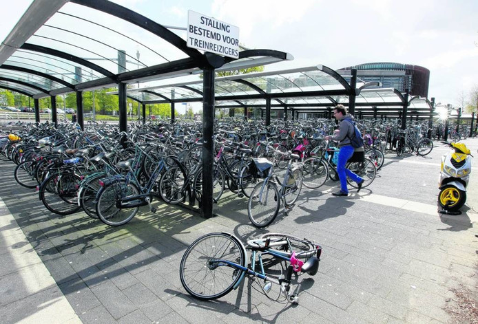 De stalling aan de zuidkant van het Apeldoorns station.