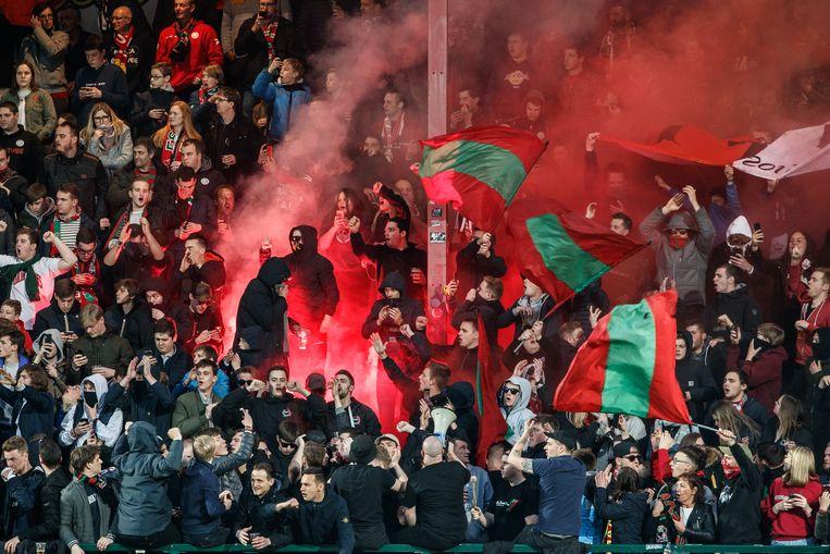 Fans van Essevee in het Guldensporenstadion.