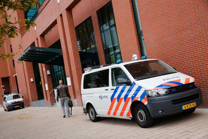 Exterieur van de rechtbank van Rotterdam.