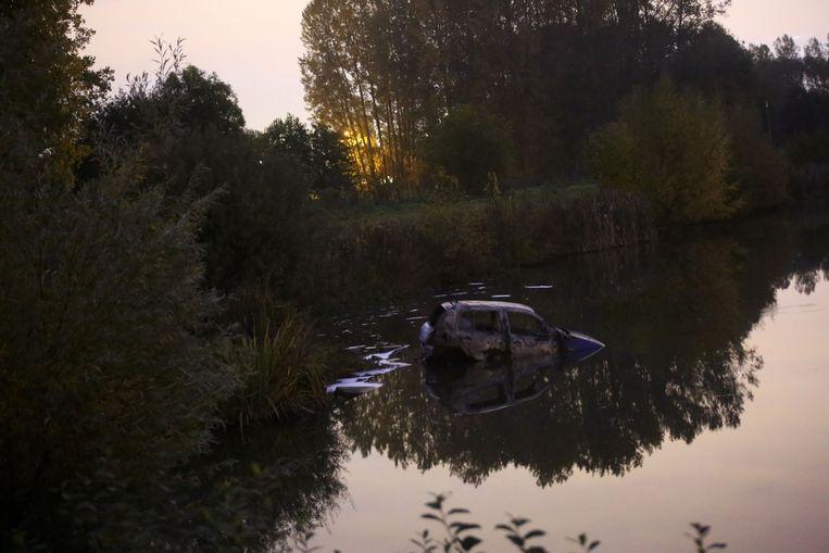 De wagen werd gedumpt in het wachtbekken in Zuun.