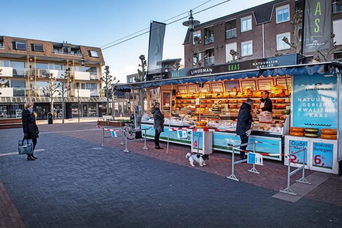 Markt op Julianaplein in Beuningen in coronatijd.