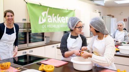 Leerlingen Ursulinen maken soep voor uitbreiding Waverwoud