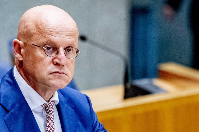 Minister Ferd Grapperhaus (Justitie en Veiligheid) wil binnen drie weken van KPN duidelijkheid over hoe het gisteren zo mis heeft kunnen gaan met alarmnummer 112.