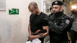 Armin sloeg twee maanden geleden een ober in elkaar in Praag. Nu toont hij spijt in de gevangenis