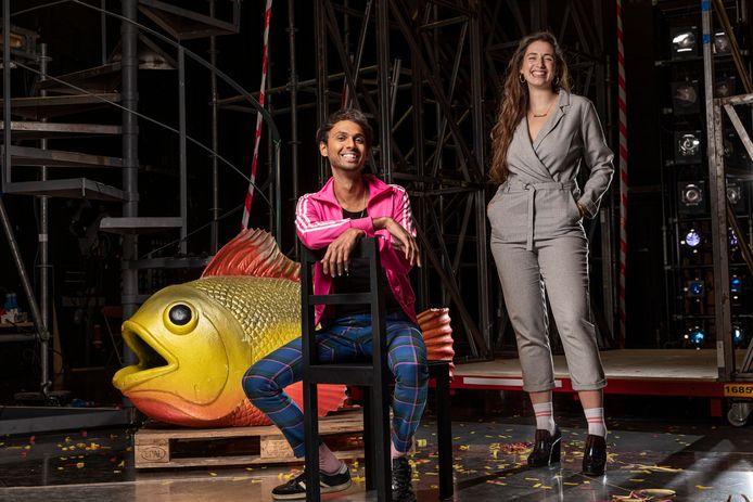 Componist/dirigent Manoj Kamps (l.) en regisseur Lisenka Heijboer Castañón moesten binnen drie maanden een opera uit de grond stampen. Normaal gesproken staat daar drie jaar voor.