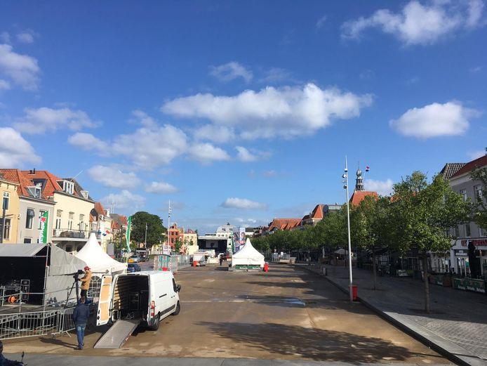 Het Bellamypark in Vlissingen vorig jaar tijdens de voorbereidingen voor het Bevrijdingsfestival. Dit jaar zal het plein helemaal leeg blijven.