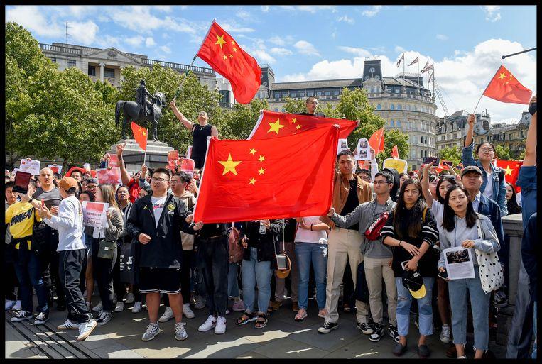 Een groep Chinezen hield aan Trafalgar Square een tegenbetoging.