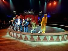 Circus CliniClowns vermaakt in Colmschate gehandicapte kinderen