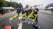 """De vlaggen van Vlaams Belang vinden gretig aftrek bij jongeren: """"Je mag toch trots zijn op je afkomst?"""""""