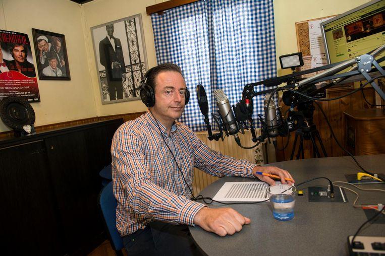 Bart De Wever achter de knoppen van Radio Minerva.