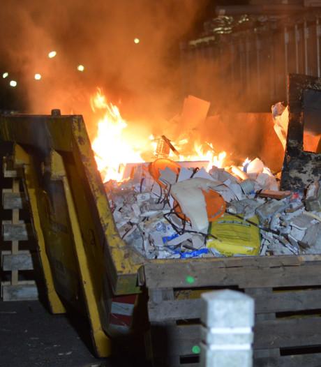 Vlammenzee in container aan Hobbemastraat