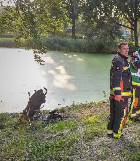 Stepje en buggy langs water gehaald in Alphen