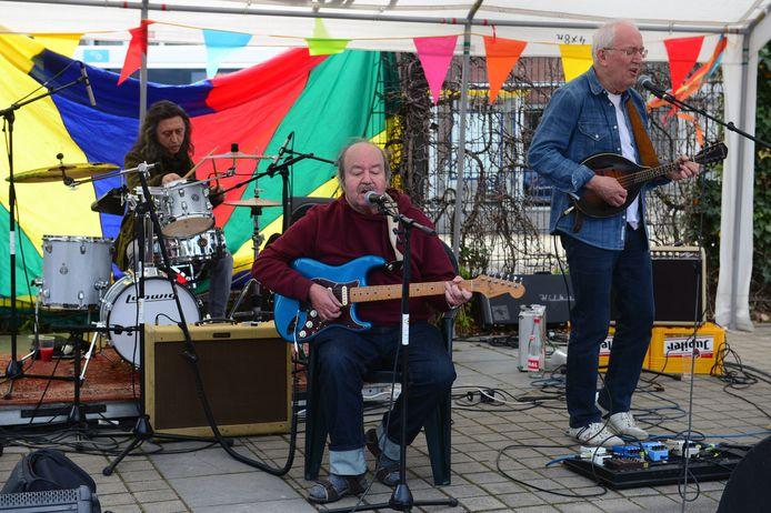 Een act tijdens één van de buurtfeesten in Leuven.