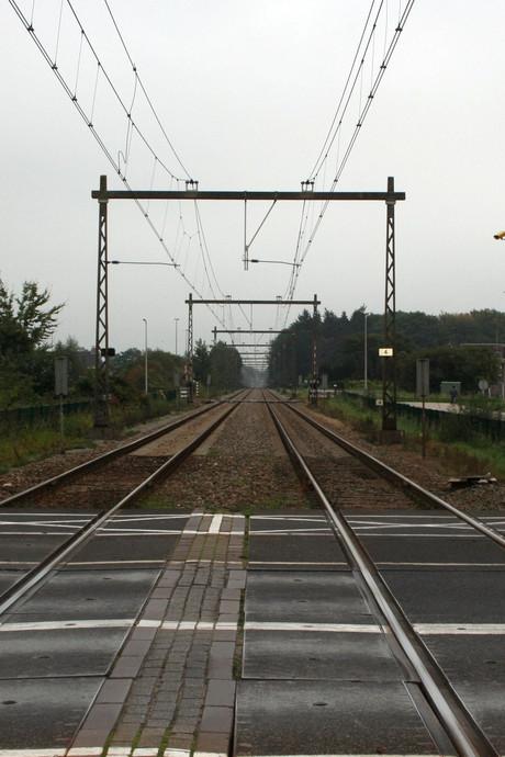 'Sneller schermen langs spoor in Colmschate'