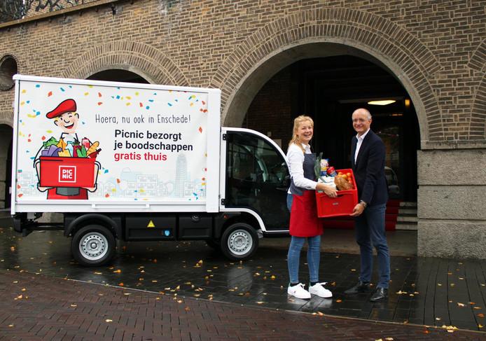Burgemeester Onno van Veldhuizen blij met online boodschappen van Picnic