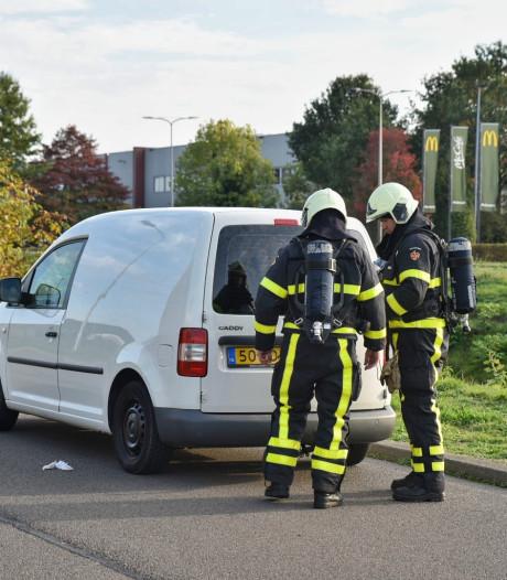 Bestelauto met 400 liter drugsafval in Tilburg, drie verdachten aangehouden