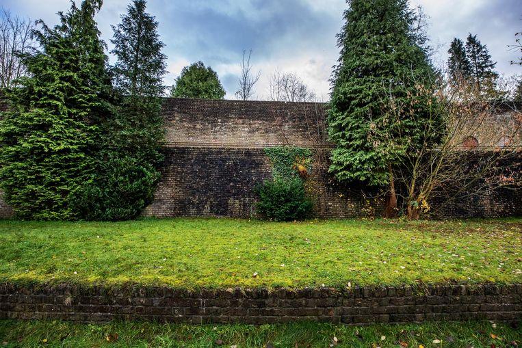 De muur van Mussert. Beeld Raymond Rutting / de Volkskrant