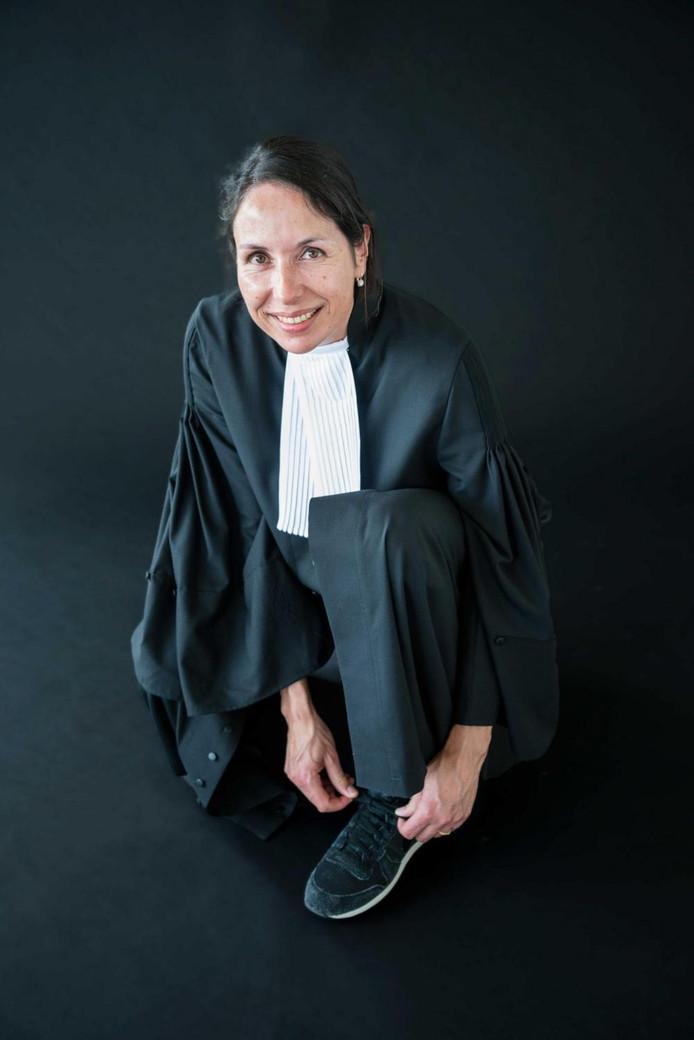 Advocaat Ingrid Sangster staat mensen bij die onenigheid hebben over socialezekerheidskwesties.