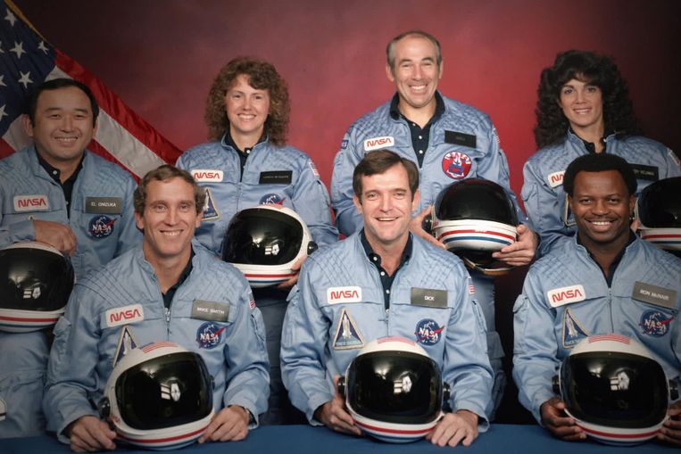 CHALLENGER - THE FINAL FLIGHT (L to R) The Challenger 7 flight crew: Ellison S. Onizuka; Mike Smith; Christa McAuliffe; Dick Scobee; Gregory Jarvis; Judith Resnik; and Ronald McNair in episode 4 of CHALLENGER - THE FINAL FLIGHT. Cr. Public Domain/NASA Beeld Credit : Public Domain/NASA