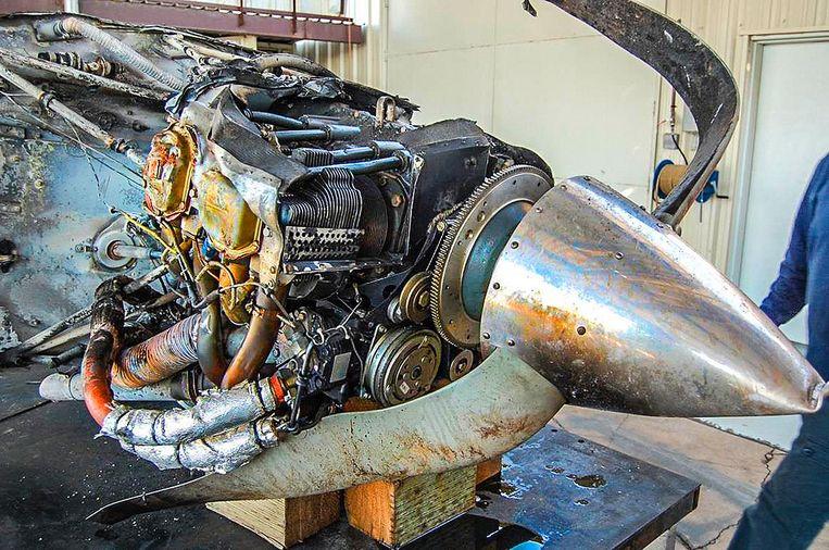 Beeld uit het officiële onderzoek naar de ramp. De motor en de verbogen propeller van het toestel Beeld NTSB