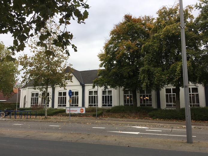 Van Het Steenhuys aan de Rijksweg in Malden blijft volgens de bouwplannen alleen de voorgevel staan.