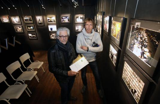 Paul Soete en Yvon Poncelet op de tentoonstelling in fotografiehuis Exposure Value.