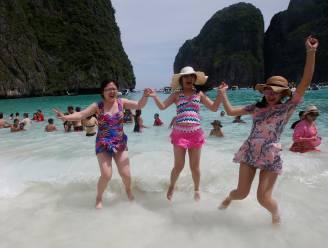 Bekendste strand van Thailand heeft zélf vakantie nodig: toeristen vier maanden lang niet welkom in Maya Bay
