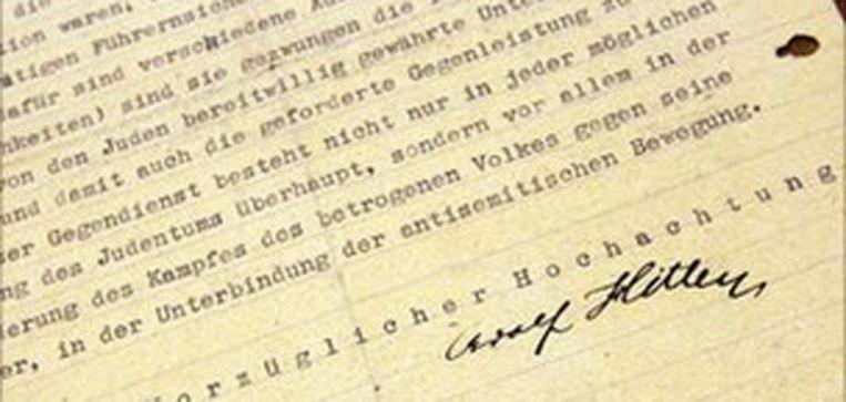 De bewuste door Hitler getikte en ondertekende brief. © FOTO AP Beeld null