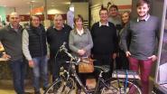 Annie (62) wint elektrische fiets bij Chicken World