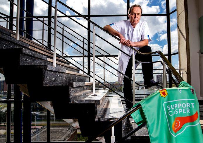 Casper van Eijck is het gezicht van de campagne om geld op te halen naar het onderzoek van alvleesklierkanker. Het apparaat dat daarvoor is gekocht wordt nu ook ingezet in onderzoek naar het coronavirus.