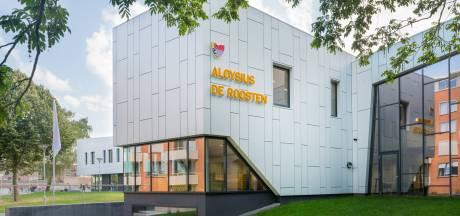 Docent op staande voet ontslagen na 'zeer domme fout': 17 leerlingen Aloysius-mavo Eindhoven moeten opnieuw examen maken na hulp van docent