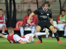 Jong PSV pakt op karakter knappe zege bij Jong Ajax