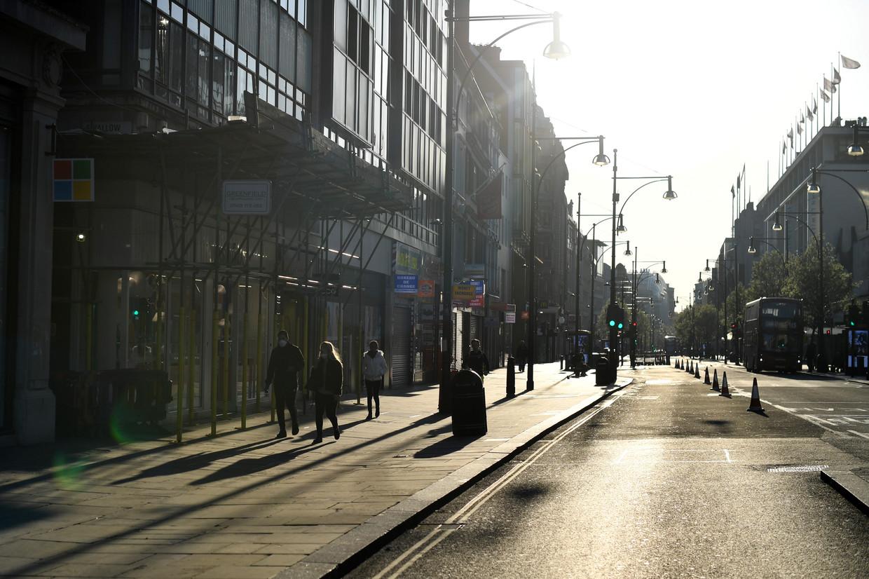 Vrijwel lege straten in Londen. Beeld null