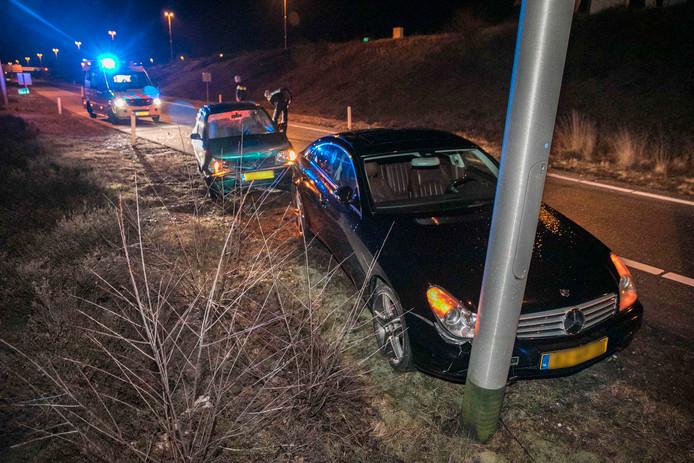 Op de afrit richting Arnhem botsten maandagavond twee auto's op elkaar.