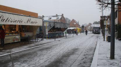 Wekelijkse dinsdagmarkt loopt leeg door sneeuw