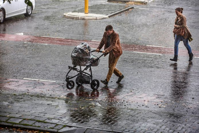 Het plenst en onweert in Oost-Nederland.