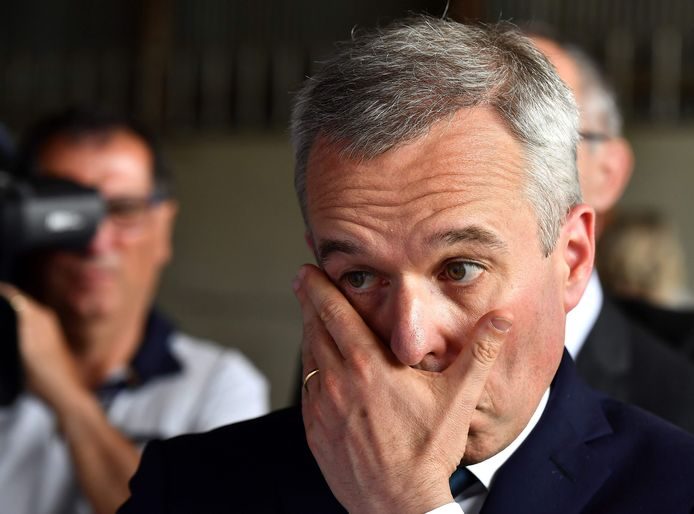 French Environment Minister Francois de Rugy visits a farm operation as part of his trip to Niort on the theme of water management, on July 11, 2019. (Photo by GEORGES GOBET / AFP)