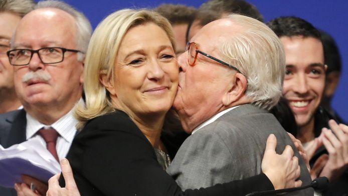 Jean-Marie Le Pen met zijn dochter Marine.