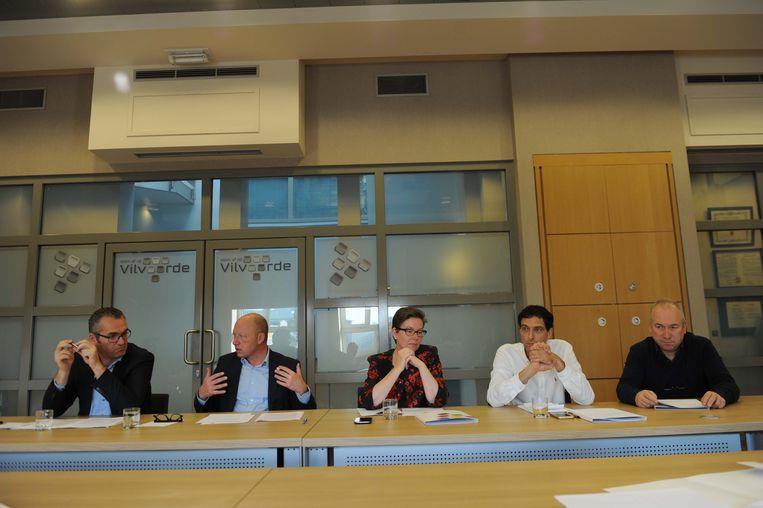 Jo De Ro (Open Vld, Hans Bonte (sp.a), Barbara de Bakker (Groen), Peter Van Kemseke (CD&V) en Johan Serkeyn (sp.a) kwamen het akkoord voorstellen.