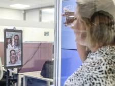Minister Beke belt mee in bij beeldbellen kwetsbare ouderen i-mens
