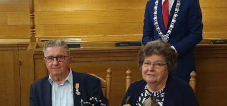Dirk van Os, vrijwilliger bij Huis ter Leede, verrast met koninklijke onderscheiding