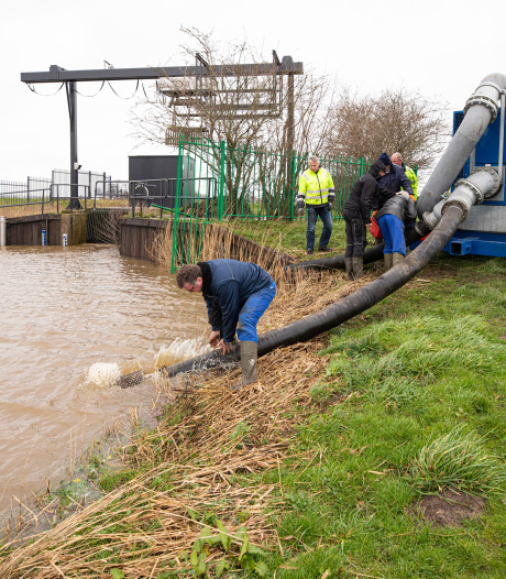 Waterschap zet extra pompen neer tegen hoogwater Eempolder