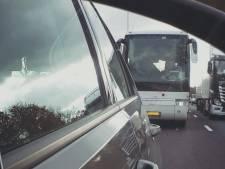 Touringcar politie tegen bellers en appers rijdt ook in Betuwe: honderden bekeuringen