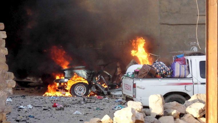Een brandende auto in Ramdadi. Beeld reuters