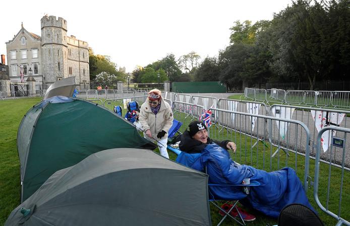 Al dagen slapen koninklijke fans in hun tentje om morgen de beste plek te bemachtigen. Foto Toby Melville