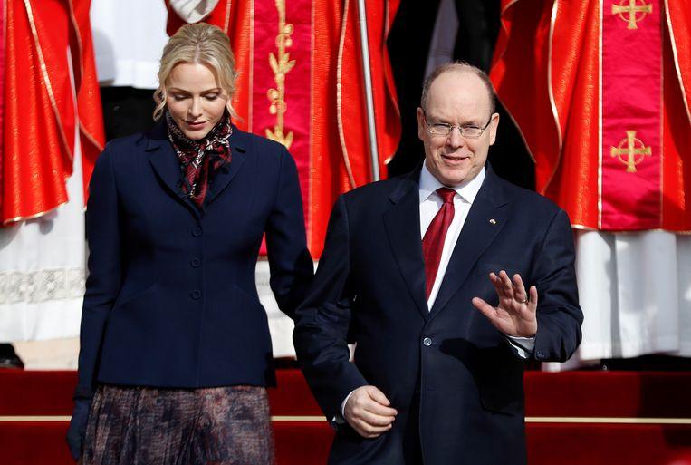 Prins Albert en zijn vrouw prinses Charlène. De vorst heeft aangekondigd het budget voor het paleis en het prinselijk huis met bijna 40% te verminderen.